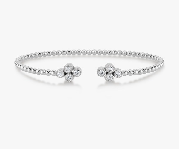Un-bracelet-jonc-intemporel-diamants or blanc