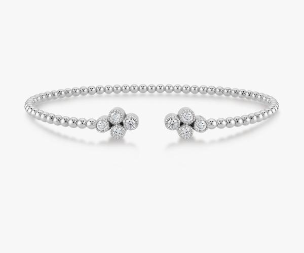 Un-bracelet-jonc-intemporel-diamants or blanc