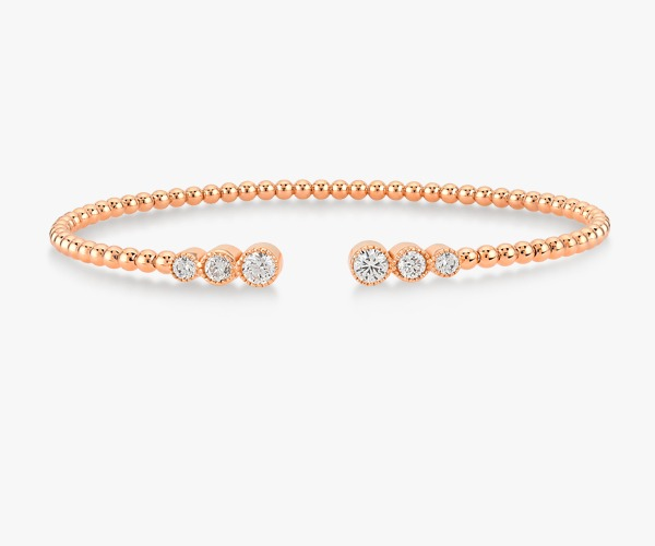 Un-bracelet-jonc-intemporel-en-or-rose-18K diamants