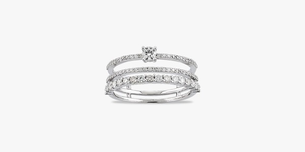 Bague-sublime-en-or-blanc-18K-formée-de-trois-rangs-diamants