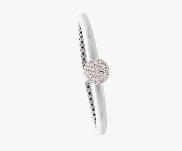 Bracelet-en-or-blanc-serti-de-diamants.