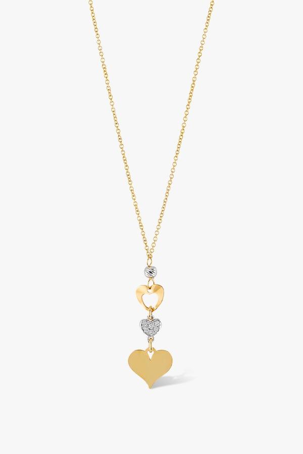 Collier-en-or-jaune-18K-orné-d'un-pendentif-composé-de-trois-cœurs-serti-de-diamants