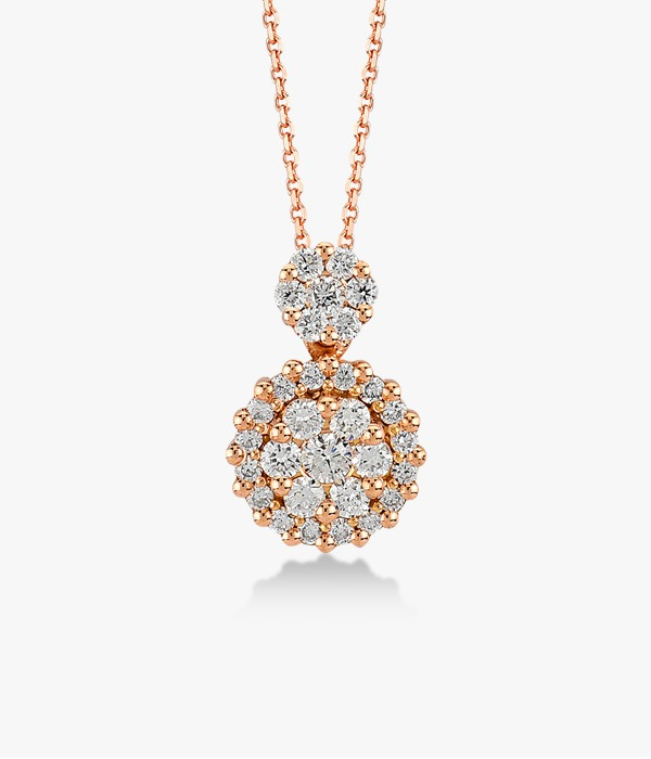 18K rose gold necklace adorned with a diamond pavement